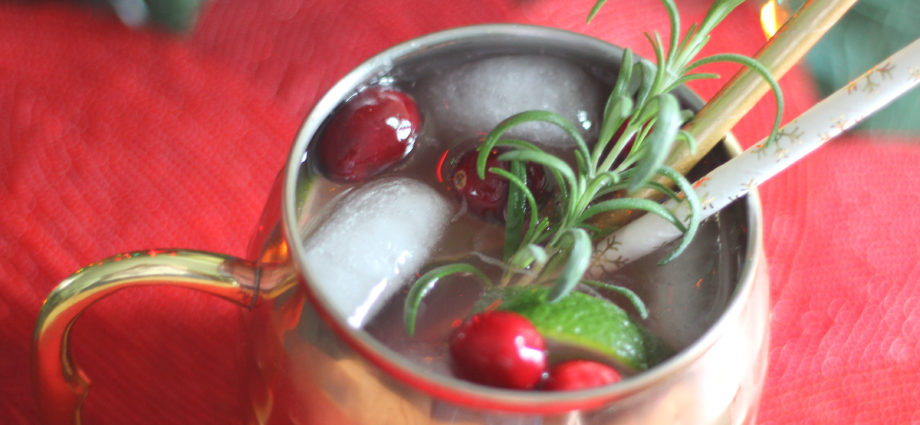 This keto moscow mule is zero carbs and the perfect low carb alcoholic drink for Christmas. Enjoy this sugar free cocktail guilt free because it is a zero carb alcoholic drink! This Christmas Keto Cocktail will keep you happy and warm on a cold night. Happy Keto Christmas!